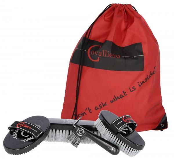 Putzbeutel Covalliero, attraktiver Sportbeutel befüllt mit Fellreinigungs- und Putzutensilien