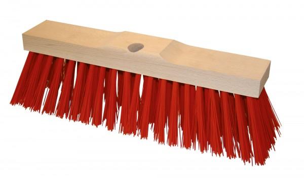 Straßenbesen mit roten Kunststoffborsten und verstärktem Holzrücken sowie Bohrloch zur Befestigung eines Holzstieles