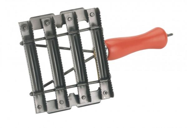Metallstriegel mit Holzgriff, durchbrochener Striegel für Rinder