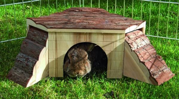 Haus aus Naturholz mit hübscher Rindenverkleidung auf dem Dach, abnehmbare Seitenelementen