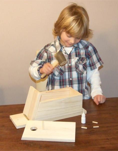 Nistkasten Selbstbausatz aus naturbelassenem Holz mit Zubehör und Anleitung